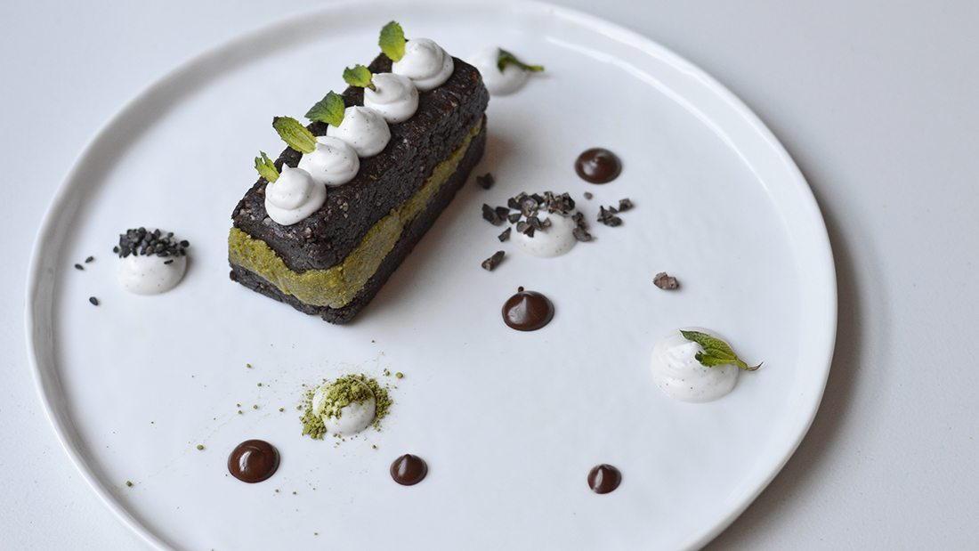 A Plating Palate: Raw Peppermint Brownies